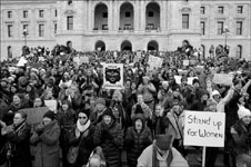 photo of the Minnesota Capitol at the Women's March